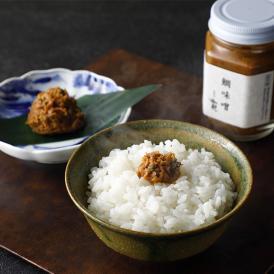 白味噌と赤味噌をベースに味付けし、明石の鯛のほぐし身をたっぷり入れ、じっくり練りこんだ鯛味噌です。