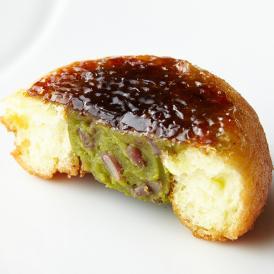 クリーミーな宇治抹茶餡に北海道産小豆をMIX。まさに和と洋のコラボの生み出す美味しさです!