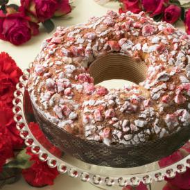 7種類のフルーツ入りスペシャリテ。バラのマカロンにロゼとルージュのプラリネを華やかにあしらいました。