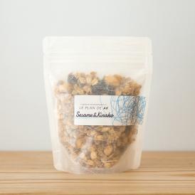 国産の黒ゴマ、きな粉、北海道産黒煎り大豆を使用。黒蜜をかけてヨーグルトや豆乳と一緒にどうぞ!