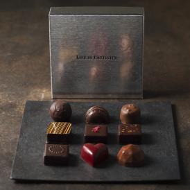 上品なデザインで瀬角なテンパリングからなるガラスのような輝きのチョコレート