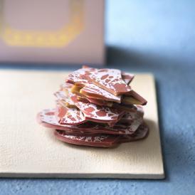 「LIFE IS PATISSIER」 人気No.1のおすすめショコラのイチゴ味を期間限定販売!