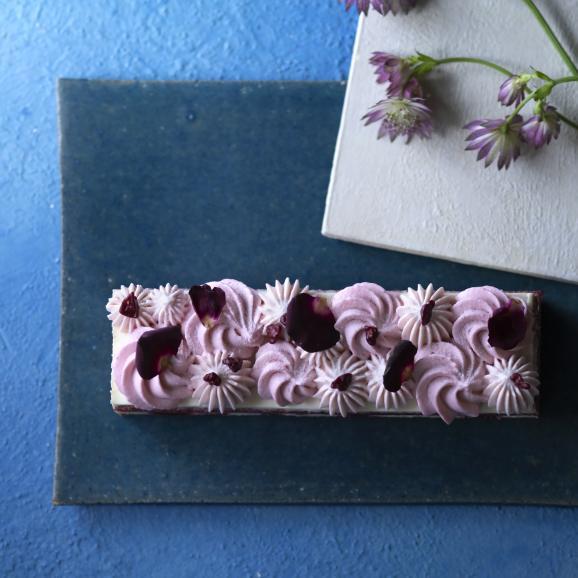【1日5個限定】さくらんぼのお酒とベリーのケーキ01