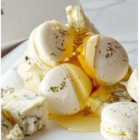 素材品質にもこだわり、カルピス発酵バター・プレミアム太陽卵を使用。