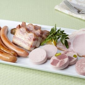 全国の養豚場から仕入れた選りすぐりの豚を使用。ジューシーで柔らかく、噛むほどに広がる味わいが魅力。