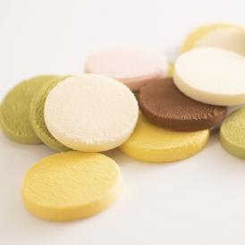 チョコレートなのにほろほろと崩れる、クッキーなのにとけて無くなる、そんな『新食感』を求め、開発