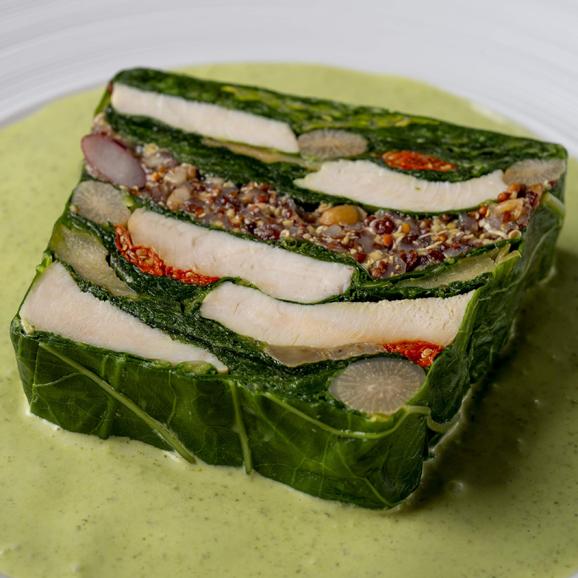 鶏胸肉とケール、フランス産古代麦、キヌア入り野菜のテリーヌ(ハーブヨーグルトソース付)01