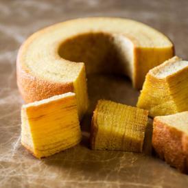 堂島ゆかりの米粉を生地にブレンドししっとり、もっちり食感。
