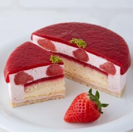 完熟したジューシーないちごで作った7層の贅沢プレミアムチーズケーキ