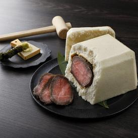 熊野牛のモモ肉を塩釜で包み、じっくりと蒸し焼きに。柔らかくジューシーで、とろけるような味わいです。