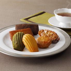 フランス伝統菓子の「フィナンシェ」や「マドレーヌ」など、自慢の焼き菓子15個を詰め合わせました。
