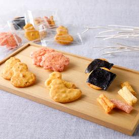 花、鳥、ひょうたんなど江戸時代の着物の文様をモチーフにした煎餅を、涼しげな竹かごに詰めたギフト。