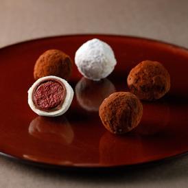 カカオの風味が楽しめる「ガナッシュ」濃厚なベリーの甘味と酸味が味わえる「フランボア」の2種類入り。