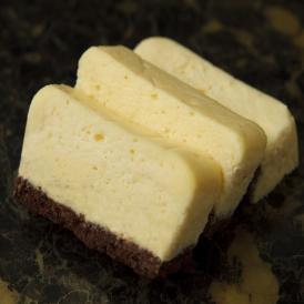 レザネフォールの低糖質のスフレチーズケーキです。ビスキュイショコラとレモンピールがアクセント