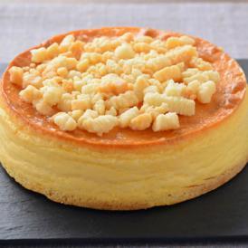 トッピングのシュトロイゼルクッキーのザクザク感とまろやかに溶けるチーズケーキの口当たりが楽しめます。