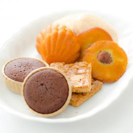 素材の持ち味が十分に引き出されるまでにしっかりと焼き込まれた焼き菓子です。