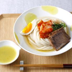 もっちりとしたコシとつるりとした喉越しの自家製麺と、牛骨和風だし、厳選具材を竹かごに詰めてお届け。