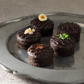 厳選の5種類のカカオ産地別のチョコレートをじっくり蒸し焼にしました。