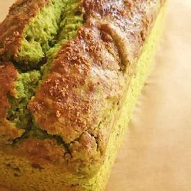 自家製の小豆と甘さ控えめ抹茶生地の和パウンドケーキ