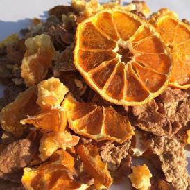 愛媛産柑橘のドライフルーツをふんだんに加えた、チョコレートとみかんの風味が美味しいグラノーラ。