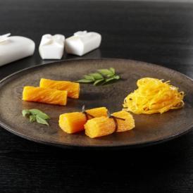 卵の濃厚なおいしいさと、風味の良い蜜の旨みが感じられるお菓子です。