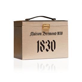 メゾンブレモンド1830の人気商品を収納できるバニティバッグが登場しました。
