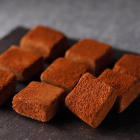 蒸留酒であるカルヴァドスをきかせた大人な生チョコレート。