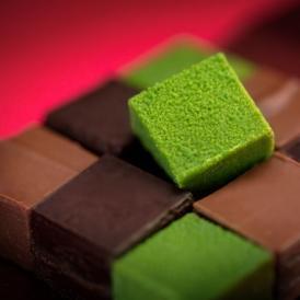 ミルクとビターの最高級クーベルチュールと京都産宇治抹茶を練り込んだ3種類の生チョコレートをセット