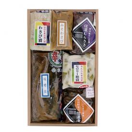 木箱入りの贈り物に最適な9種類のお漬物のセットです。