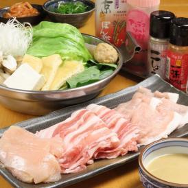 徳島県産のブランド鶏「阿波尾鶏」のしゃぶしゃぶセットを京都の野菜とセットでお届けします。