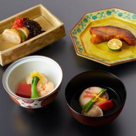 日本料理むとうの職人が食材・味にこだわり創った一汁三菜です。銀座の逸品をご自宅でご賞味ください。