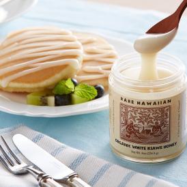 収穫量が少なく希少な「白いハチミツ」。バターのように濃厚で、自然な甘さと深みが口いっぱいに広がります