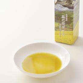 菜種本来の風味や栄養素そのままに、新鮮でヘルシーなヴァージンオイル。無添加・こだわりの製法です。