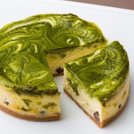 宇治産抹茶の渋みと小豆の甘さが上品な和風チーズケーキ