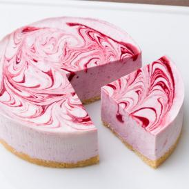 女性人気No.1。ミックスベリーがフルーティーで爽やかなレアチーズケーキ