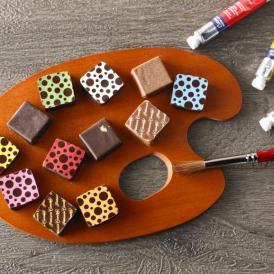 国内外の数々のコンテストで受賞歴を持つ遠藤シェフのこだわりが詰まったボンボンショコラ。