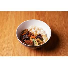 「健康」「革新」「環境に配慮した食材」をテーマに掲げた大阪・北新地「HATSU」の中華丼。