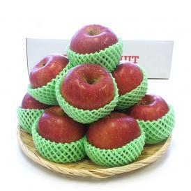 食べごたえのある大玉サイズのサンふじ。シャキとした歯触り、そして甘み豊かなりんごです。