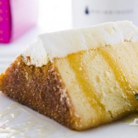 餅粉入りのふわふわもっちり生地にたっぷりクリーム