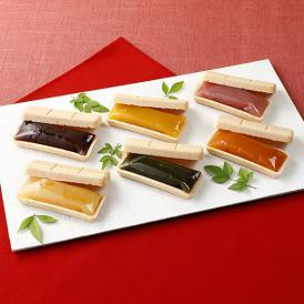 彩り豊かな「六味」をお愉しみいただけますよう伝統的な和菓子「最中」に詰め込みました。