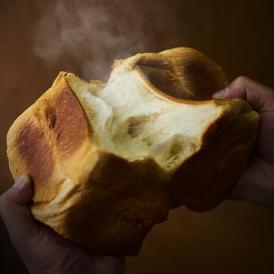 素材に「とことん」こだわった食パン本舗の食パンです。