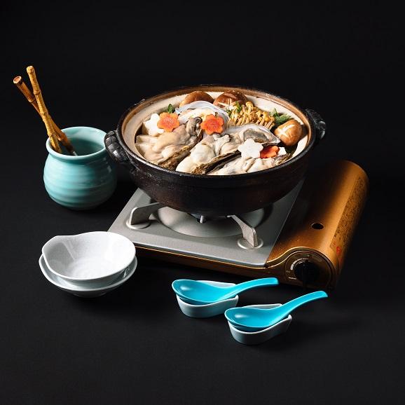 牡蠣土手鍋セット【1人前】届いてすぐに食べられるアルミ鍋入り。牡蠣・野菜・赤みそだし汁・北海道産杵うちうどん01