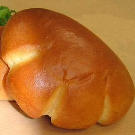 【クリームパン】手づくりのクレームパティシエールバニラビーンズを100%使用した本格カスタードクリーム。当店のロゴにもなった自慢のクリームパン(1個約64g)