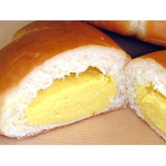 【クリームパン】手づくりのクレームパティシエールバニラビーンズを100%使用した本格カスタードクリーム。当店のロゴにもなった自慢のクリームパン(1個約64g)02