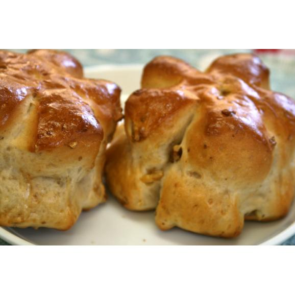 【くるみパン】こんがりふわふわ・カリフォルニア産くるみを贅沢に使用(1個約63g)01