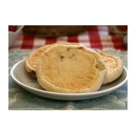 【くるみチーズ】中にはさむチーズにはキリのクリームチーズをチョイス。チーズとくるみの相性がバッチリです(1個約63g)