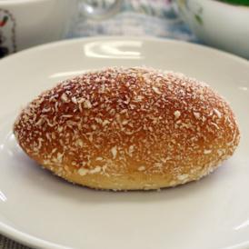 【焼きカレーパン】生地は薄め、程よい辛さのノンフライカレーパン。おいしさとヘルシーさがウリです