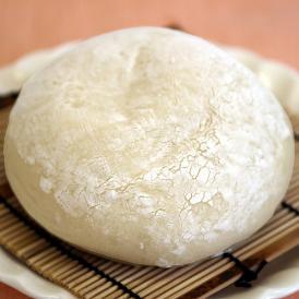 【豆乳大福パン】北海道産特級大納言(黒あん)と豆乳クリームが絶妙のバランス。もっちもちのパンとして当店の人気No.1