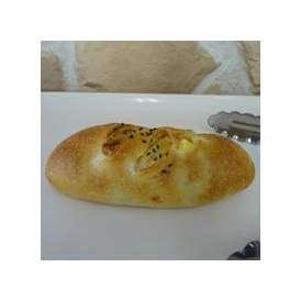 【さつまフランス小】鹿児島産の角切りサツマイモを使用。食べやすいサイズに小さくしました。女性に人気のフランスパンです(1個約90g)セール
