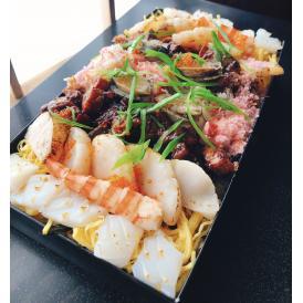 江戸前穴子を刻んで特製たれでまぶし何種類もの具材との調和のばら寿司です!!